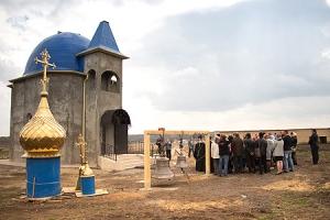 Архиепископ Антоний освятил колокола и крест стоящегося храма в д. Спицыно