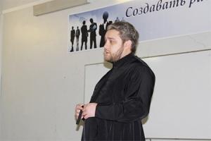 Священник ответил на вопросы студентов Орел ГАУ о семье