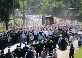 Патриарх Кирилл лично возглавил крестный ход из Хотьково в Сергиев Посад