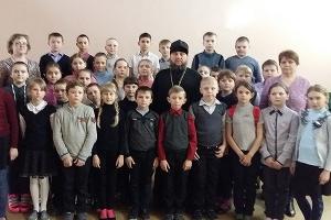 В Кромах священник рассказал школьникам об угрозах социальных сетей