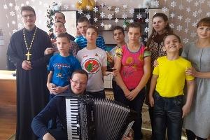 Православные волонтеры поздравили детей из Глазуновского детского дома-интерната