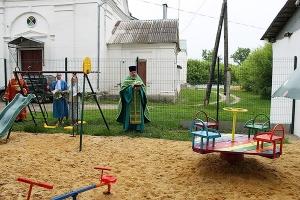 При новосильском храме открыта детская площадка