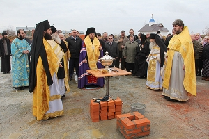 В поселке Вятский Посад совершен чин закладки храма Сретения Господня