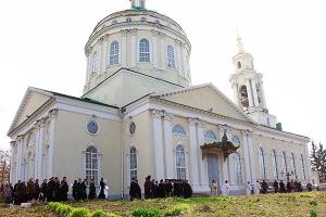 В Михаила-Архангельском храме Орла состоялось отпевание и погребение протоиерея