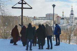 Состоялся молебен у Поклонного креста на месте Сретенской Георгиевской воинской