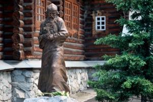 В Горно-Алтайске открыли памятник преподобному Макарию Алтайскому (Глухареву)