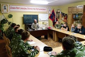 Мценский священник проводит духовные беседы с будущими казаками