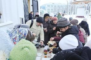 В Богоявленском соборе волонтеры организовали праздник по случаю Прощеного воскресенья