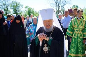 В день Святой Троицы Архипастырь возглавил литургию в Троицком Оптином монастыре Болхова и торжества по случаю 350-летия монастырского собора