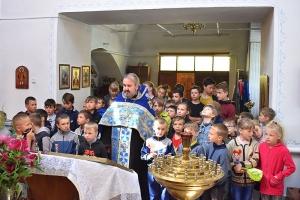 В Знаменском окончание учебного года отметили молебном