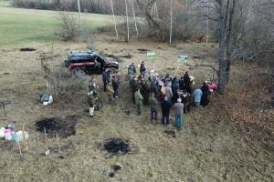 Болховские гимназисты и монахини высадили деревья на Кривцовском мемориале
