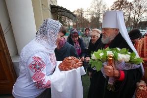 В день престольного праздника Успенского (Михаило-Архангельского) храма архипастыри совершили литургию