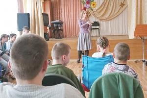 Православные добровольцы рассказали о профессиях воспитанникам болховского детдома