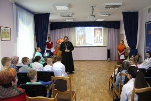 Прихожане Ахтырского собора навестили подопечных реабилитационного центра для детей