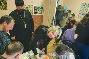 Волонтеры «Богоявленской семьи» провели урок для инвалидов с ментальными нарушениями