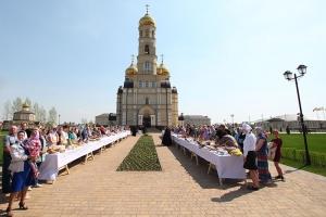 В Великую Субботу Владыка Тихон освятил пасхальные приношения прихожан орловских храмов