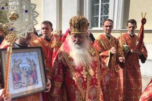 Владыка Тихон совершил Пасхальную великую вечерню и литургию в Михаило-Архангельском храме