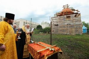 Архипастырь освятил крест строящейся часовни Свято-Успенского монастыря