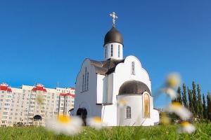 Владыка Тихон возглавил литургию в храме святой Матроны Московской