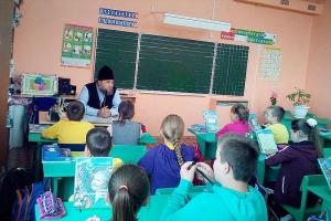 Священник рассказал кромским школьникам о любви к Родине