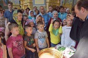 Епархиальный социальный отдел поздравил нуждающиеся семьи с Первым сентября