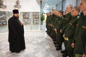 Священник напутствовал орловских новобранцев в ряды Вооруженных Сил