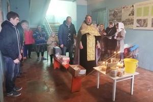 Миссионеры из движения «Неувядаемый цвет» помолились вместе с жителями мценского поселка