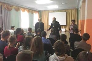 Орловский священник провел духовную беседу с детьми-сиротами в Тельчье