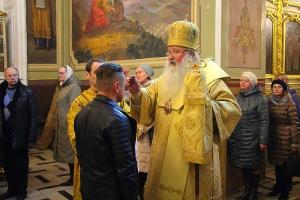 Накануне дня памяти святителя Спиридона Тримифунтского Владыка Тихон возглавил всенощное бдение в Ахтырском кафедральном соборе