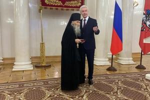 Мэр Москвы вручил Орден Почета схиархимандриту Илию