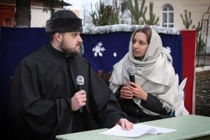 Православные активисты угостили прихожан и показали рождественский спектакль