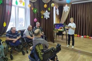 Когда Рождество становится ближе: воскресная школа навестила пациентов домов-инвалидов в Урицком районе
