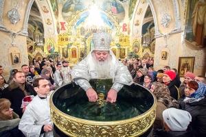 В праздник Крещения Господня митрополит Тихон совершил литургию и иерейскую хиротонию в Богоявленском соборе