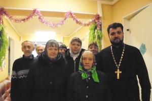 Старость в радость: шаблыкинский священник рассказал подопечным дома ветеранов о духовной жизни и вручил подарки