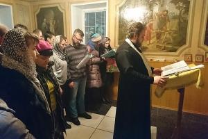 У нас семьи создаются в таком количестве, что не успеваем праздновать — организаторы молебнов в Свято-Троицком храме