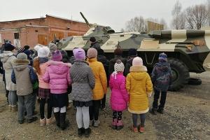 Воспитанники Болховской православной гимназии побывали в гостях у росгвардейцев