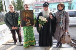 Накануне Вербного воскресенья в Троицкий храм пожертвована старинная Балыкинская икона