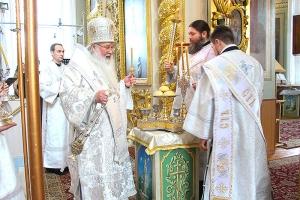 В Великую Субботу Архипастырь совершил Литургию в Ахтырском соборе