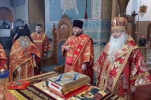 В Светлый понедельник митрополит Тихон и схиархимандрит Илий совершили Литургию в Свято-Успенском монастыре