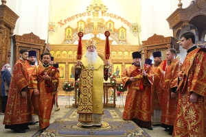 Митрополит Тихон вручил награды в престольный праздник Иверского храма