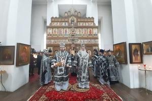 Митрополит Тихон и епископ Алексий совершили Литургию в монастыре святого Кукши