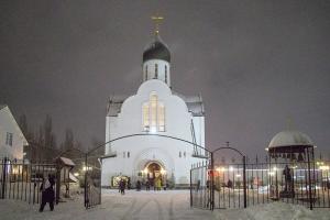 Митрополит Тихон совершил богослужение в храме св. Матроны в канун Недели по Рождестве Христовом