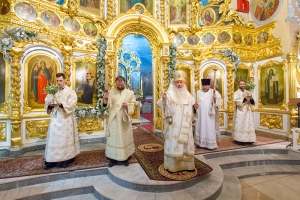 В канун праздника Рождества Христова Архипастырь совершил всенощное бдение в Богоявленском соборе