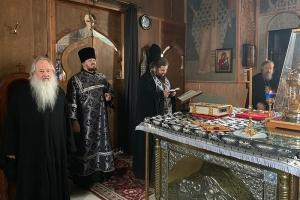 Во вторник первой седмицы Великого поста митрополит Тихон молился за уставным богослужением в Свято-Успенском монастыре