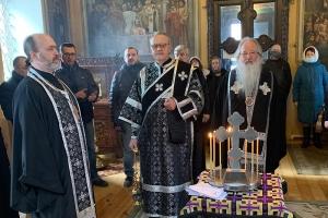 В четверг первой седмицы Великого поста Владыка Тихон молился за уставным богослужением в Свято-Троицком храме