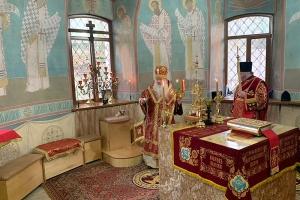 Архипастырь совершил пасхальное богослужение в Троицком храме Мценска