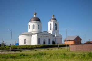 В праздник Пятидесятницы митрополит Тихон совершил Литургию в Шахово