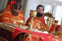 В праздник Преполовения Пятидесятницы митрополит Орловский и Болховский Тихон возглавил Божественную литургию в Ахтырском кафедральном соборе Орла. 13 мая 2020 г.