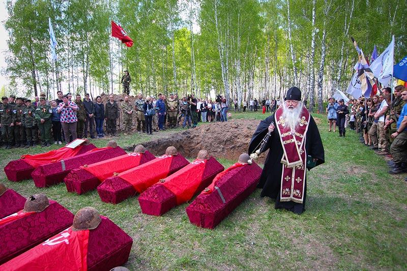 На Кривцовском мемориале совершено отпевание 112 советских воинов