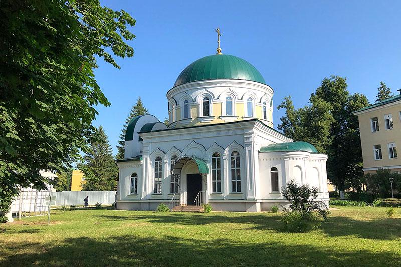 Архипастырь и коллектив Областной клинической больницы молились в храме Луки Крымского в день памяти святителя